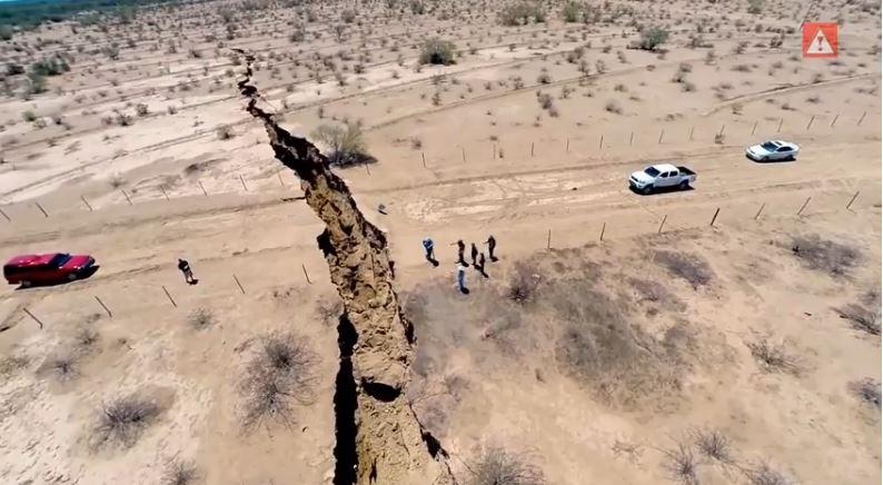 2014_giant crack mexico